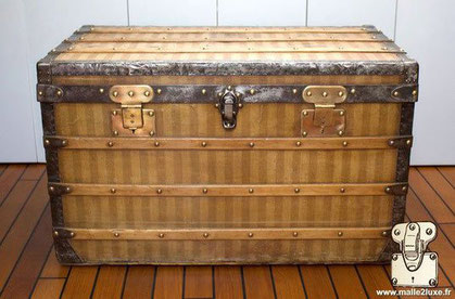 Louis Vuitton Courier Trunk - Striped Year: 1886 Exterior: Striped canvas Border and corner: steel