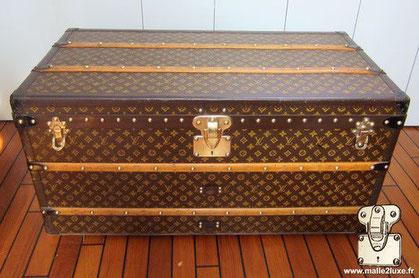 Louis Vuitton cabin trunk - LV Year: 1928 Exterior: Mark 2 stenciled LV canvas  Border: Lozine Dimensions: 100 cm x 53 cm x 48 cm