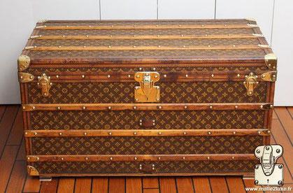 Louis Vuitton Courier trunk - LV Year: 1912 Exterior: Mark 1 stenciled LV canvas Trim: Leather Dimensions: 100 cm x 56 cm x 56 cm