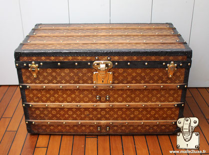 Louis Vuitton Courier Trunk - LV Woven Year: 1902 Exterior: LV woven canvas Finish: Superior Moresque  Border and corners: lacquered steel Dimension: 92 cm x 54 cm x 54 cm
