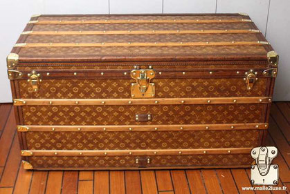 Louis Vuitton Courier Trunk - LV Woven Year: 1899  Exterior: LV woven canvas Finish: leather and brass  Border and corners: lacquered steel  Dimension: 101 cm x 57 cm x 57 cm