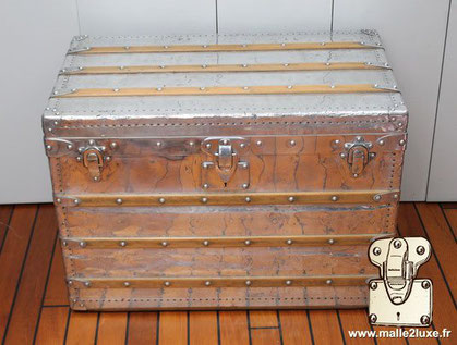 Louis Vuitton Courier trunk Year: 1892 Exterior: Solid aluminum Border and corners: Solid aluminum Lock, clasps and handles: Solid aluminum Studs: Solid aluminum Marked Louis Vuitton Dimension: 77 cm x 45 cm x 54 cm