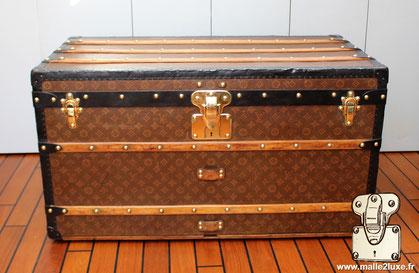 Louis Vuitton Courier trunk - LV Year: 1908 Exterior: Mark 1 stenciled LV canvas Finish: Superior Moresque  Ultra light aero structure Dimensions: 92 cm x 54 cm x 54 cm