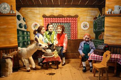 Marionettentheater Märchen an Fäden - Tischlein deck dich - Finale im Wirtshaus