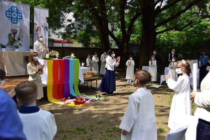 Erstkommunionsfeier im Pfarrgarten Felbigergasse im Mai 2021