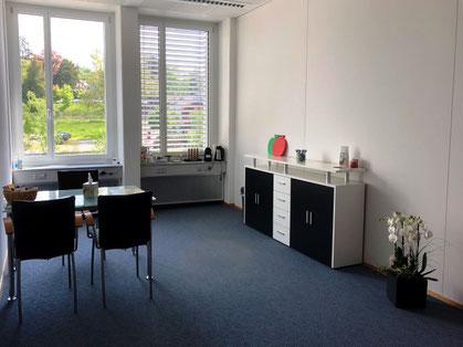 Susanne Ryser betreut ihre Klienten in ihrer Praxis in Rüti Bild: zvg
