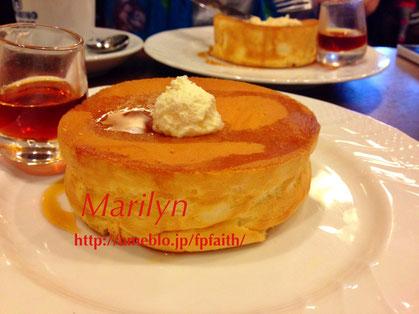 星野珈琲堂さんのスフレパンケーキ!!横のエッジが素敵♡ クリックすると食べログに飛びます。