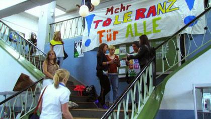 More tolerance for everybody / Mehr Toleranz für alle!