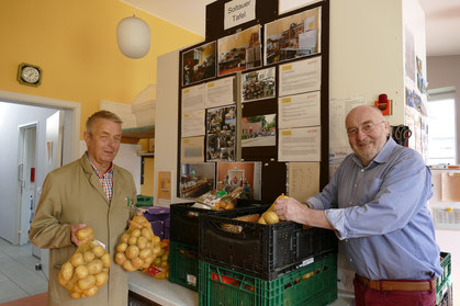 Bei der Soltauer Tafel ist immer was zu tun - sämtliche Lebensmittelspenden müssen gesichtet und sortiert werden.