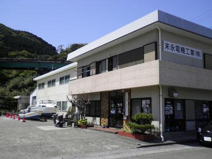 会社は油津港の西側で、日南市漁協の近くにあります。