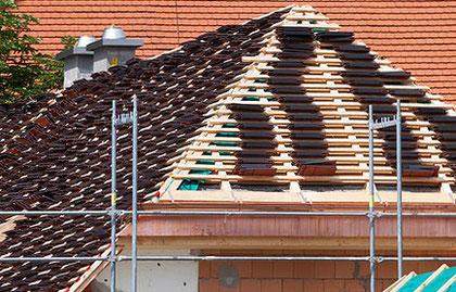 Foto: Dachdecken - Gerüstbau (Quelle: Pixabay)