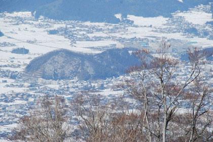 ひょっこりひょうたん島(NHKのアニメのモデルになった山とのこと。茶臼山です)