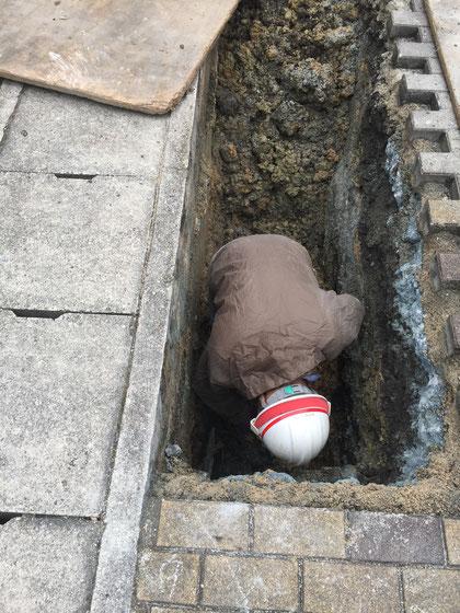 ひらりと穴に入って行った職人さん!格好いい!