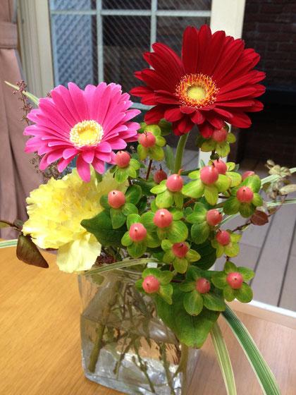 柴垣グリーンテックでは打ち合わせスペースにお花を飾ってありますが50%はお庭から取ってきます