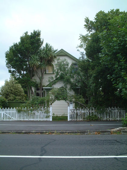 ニュージーランドはアメリカンタイプの木製フェンスが多かった気がします