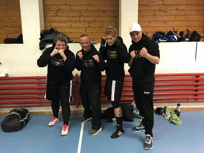 Marco Spath und Bernie Pulfer (Coaches) mit Anita und Yvonne BOXING TEAM ITTIGEN powered by M's-Gym Bern, 4. LC-CUP 2018, 27.10.2018 Sissach (4 Kämpfe / 2 Siege)
