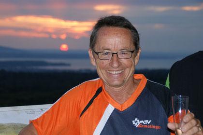 der Männerturnverein Ermatingen joggte anlässlich seines 60. Geburtstag zum Sonnenaufgangs-Apéro auf den Turm