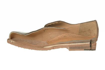 Schnitt durch einen rahmengenähten Schuh