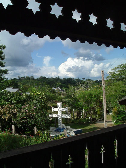 Blick aus der Santo Daime - Urwaldkirche in Mapia/ Brasilien