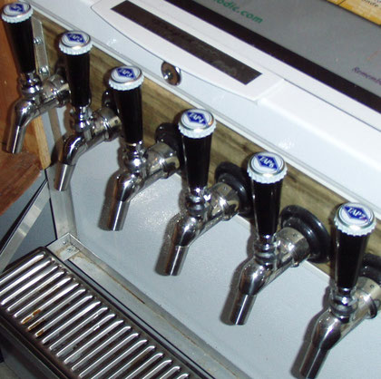 Real TAP handles.The crown caps are from Schneider Weisse dated 2009.
