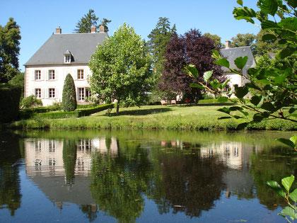 côté sud ouest le jardin, la maison principale, l'annexe