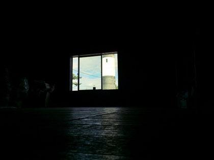 会社の窓から見える灯台、とか、