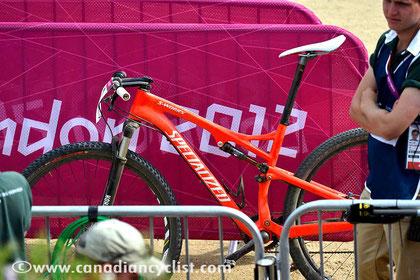 La bici del oro olímpico. ¿llevaría así el sillín durante la prueba?