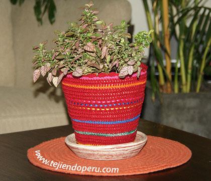Cómo tejer un cobertor decorativo para maceteros a crochet