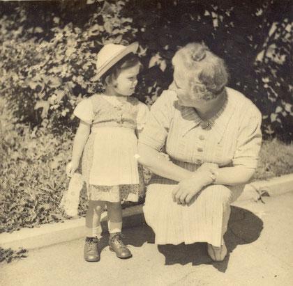 Christine mit Nachbarin (1941)