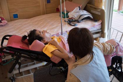 ▲看護師や介護士の手厚い介護が欠かせません
