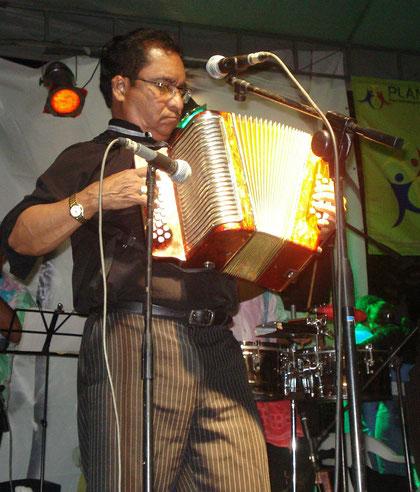 Armando Hernández y su acordeón