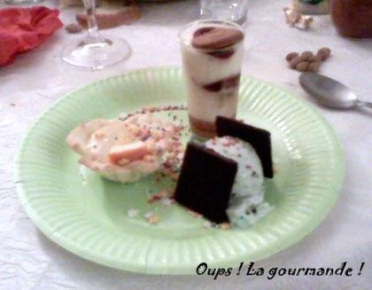 Trilogie de desserts de Noël: Tartelette Choc'orange, Verrine spéculos-framboise, glace menthe chocolat accompagnée de 2 After Eight