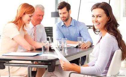 Aligner sind ideal für Berufstätige, weil sie von anderen kaum zu sehen sind und das Reden nicht beeinträchtigen.