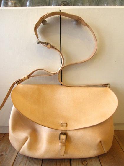 ヌメ革のショルダーバッグ ¥25000