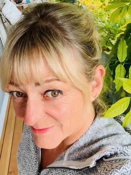 Feelbetter - Porträtfoto Heidi Grandfield, Hypnosetherapeutin