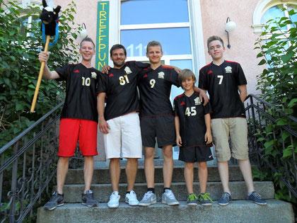 TFC Dynamo Zürich (3. Rang) von links nach rechts: Jan Pedersen, Roman Müller, Anastasio Conte, Eric Endrizzi und Jack Littleproud