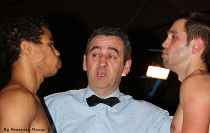 Le trélazéen Joaquim Mahé face au Normand Jean-Francois Lehot ( le face à face avant 6 rounds de 3 minutes ) . Joaquim vise sa cinquième victoire professionnelle .
