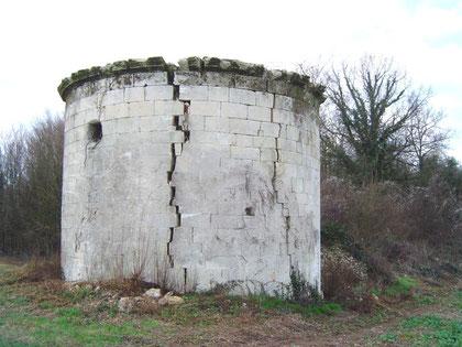 Les restes de la fuie du Château des Forêts