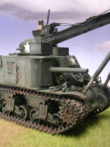 Das ehemalige Hauptgeschütz war ausgebaut. Eine einfache Stahlplatte und ein simples Rohr deutete immer noch schwere Bewaffnung vor.