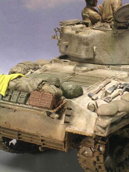 Das typische Sherman-Gerödel auf der Heckwanne - beachte die schöne Alterung der Gusstruktur am Turm.