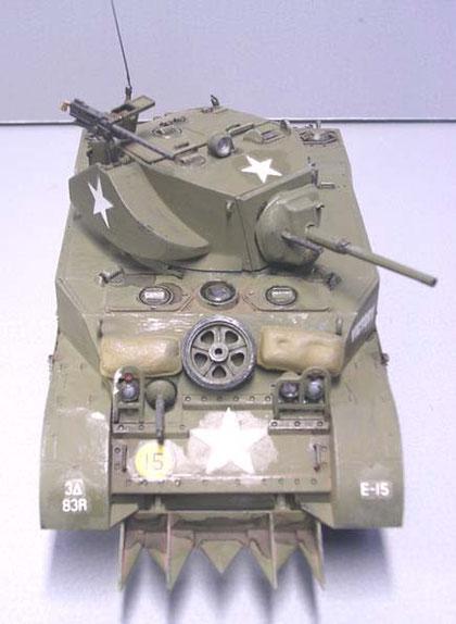 """M5 Variante mit den sogenanten """"Hedge Hogs"""" zum Ausgraben von Hecken in der Normandie."""