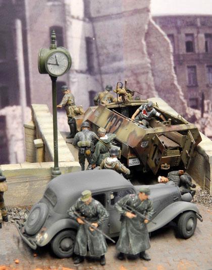 Die Uhr zeigt kurz vor zwölf, als die Gruppe versucht aus dem Kessel auszubrechen und an die zerstörte Brücke stösst