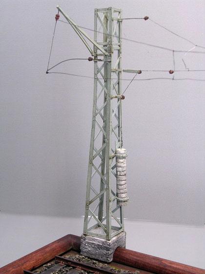 Der Oberleitungsmast mit Spanngewicht-funktioniert sogar richtig!