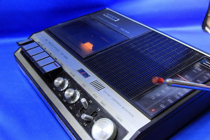 CF-1300 FM/AM Radio Cassette Corder