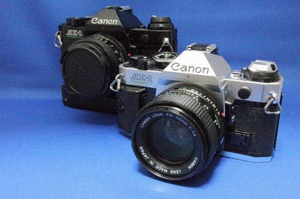 Canon AE-1 Program NewFD50mm F1.4(右)、同BK NewFD 50mm F1.8(左)