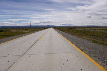 Schier endlos und kerzengerade ziehen sich die Straßen  in den Süden - Gegenverkehr ist selten.