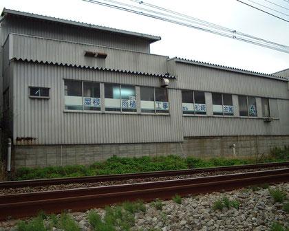 本社工場 小田急線路脇