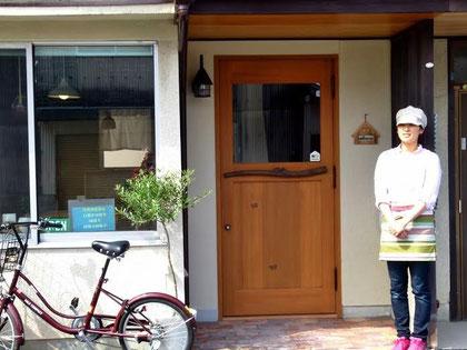 木製玄関ドア 店舗 施工例 カフェ 個性的