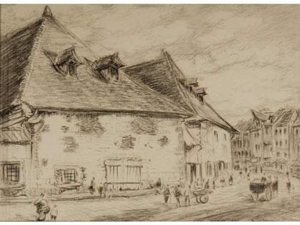 Grosse maison au centre d'un village.