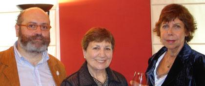Con Carmen Azcona y Susan, viuda de Rafael Azcona.